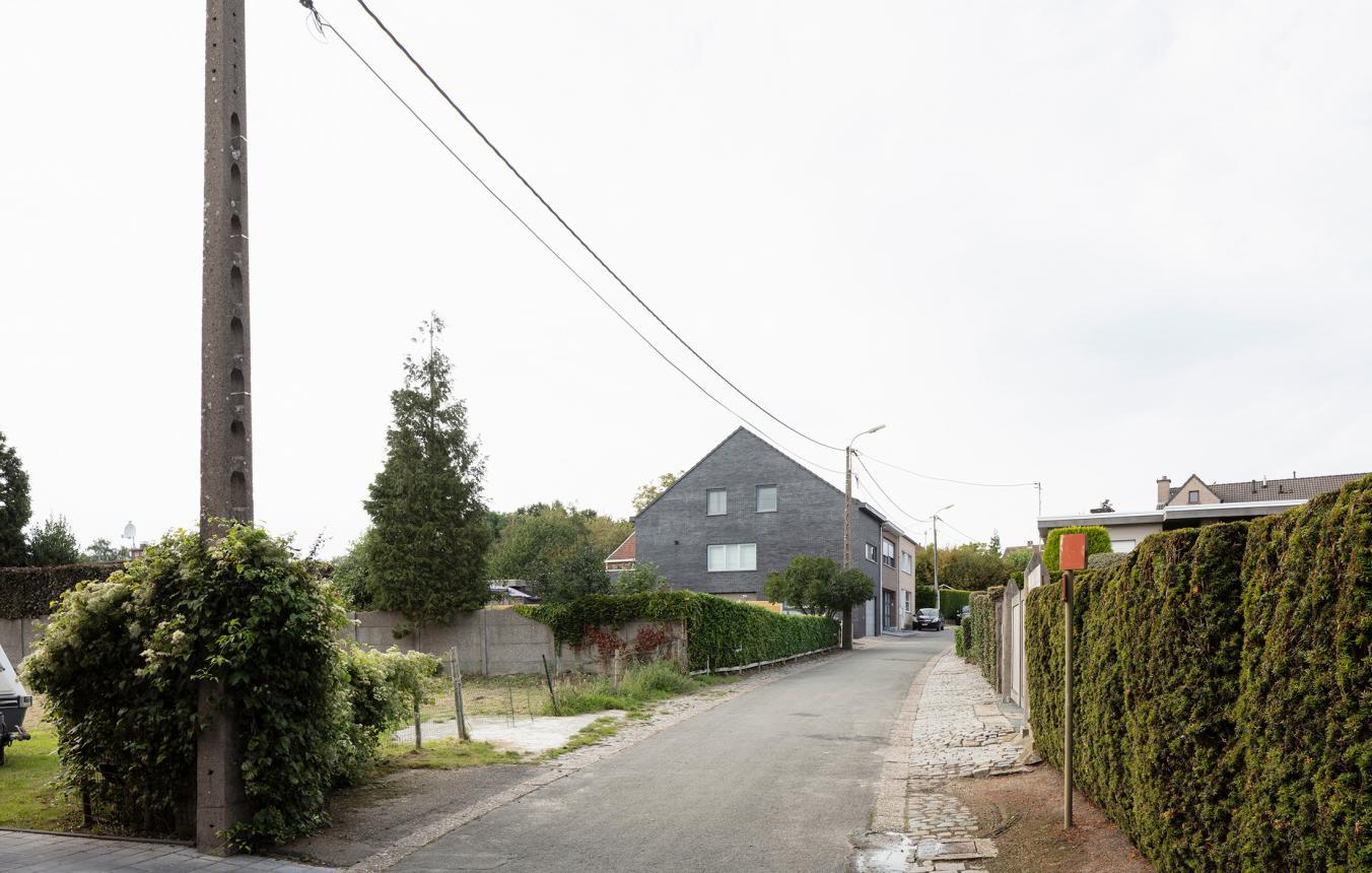 Bouwen van kleine modulaire gezinswoningen in Tielrode