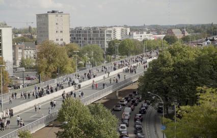 Autosnelweg met enkel voetgangers