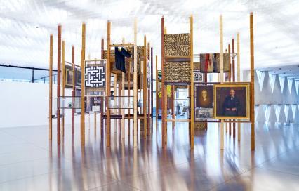 De installatie Every Collection Hides Another Collection in het provinciehuis van Antwerpen